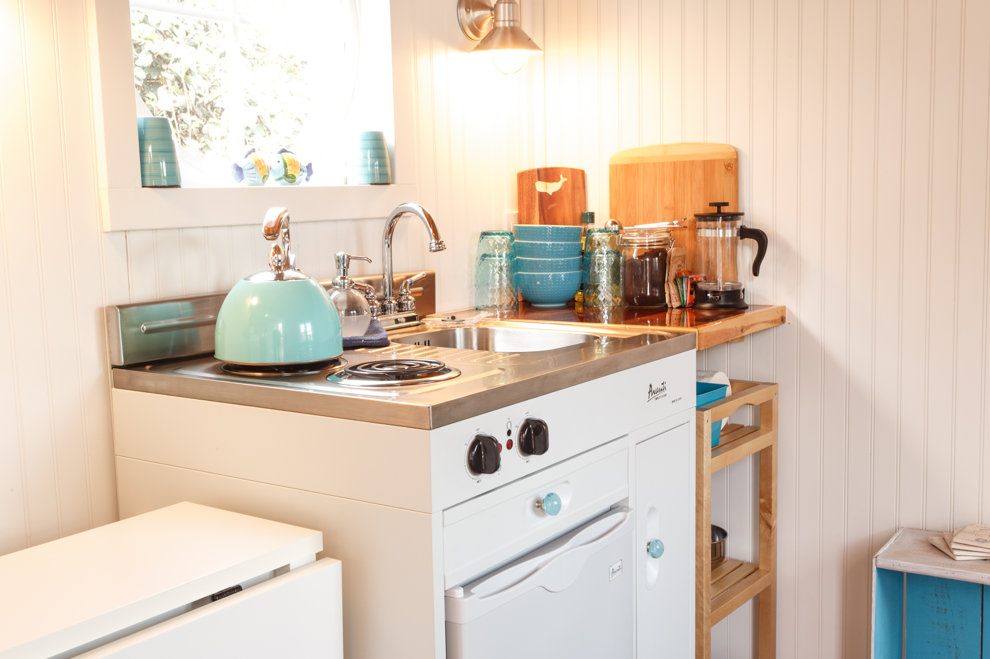 Tiny Home Kitchen Solutions That Maximize Limited Space - Straight ...